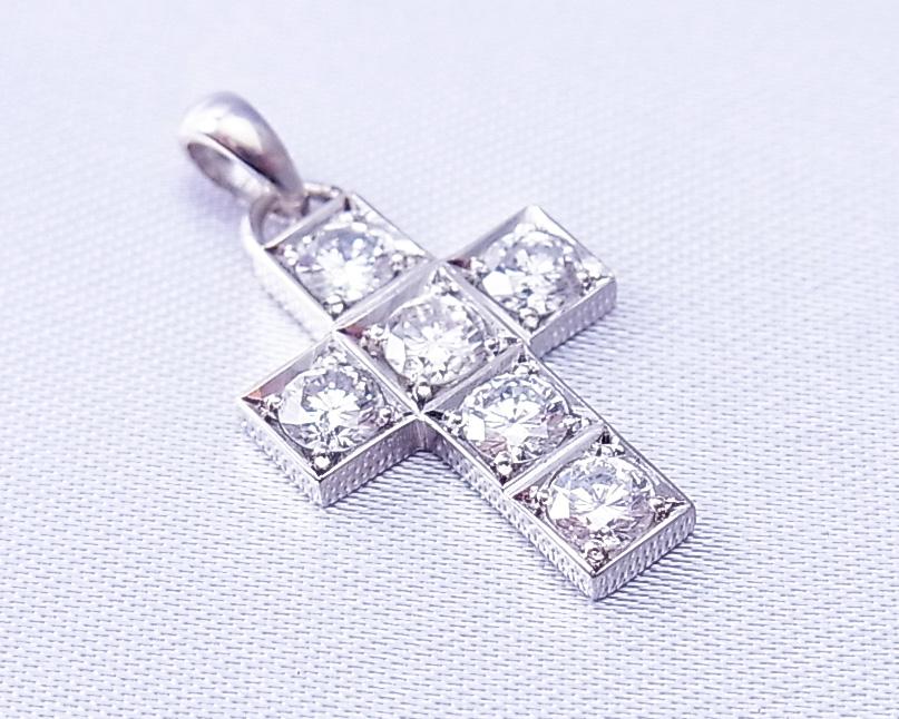 ダイヤモンド クロス ペンダント