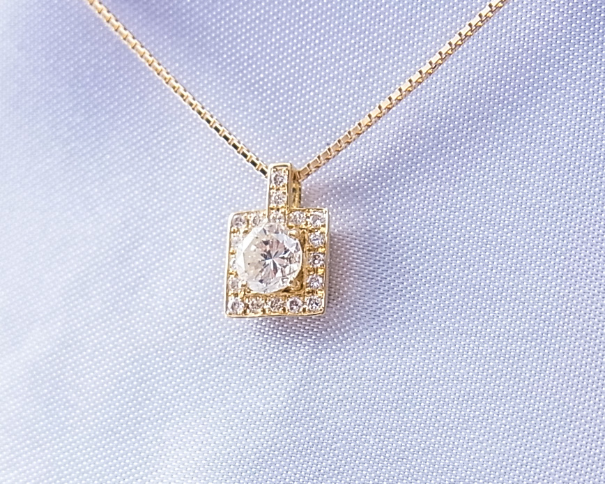 ダイヤモンド ペンダントネックレス