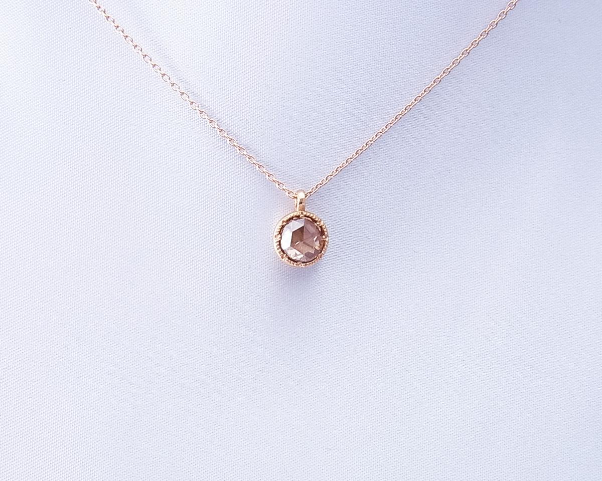 ローズカット ダイヤモンドのペンダントネックレス