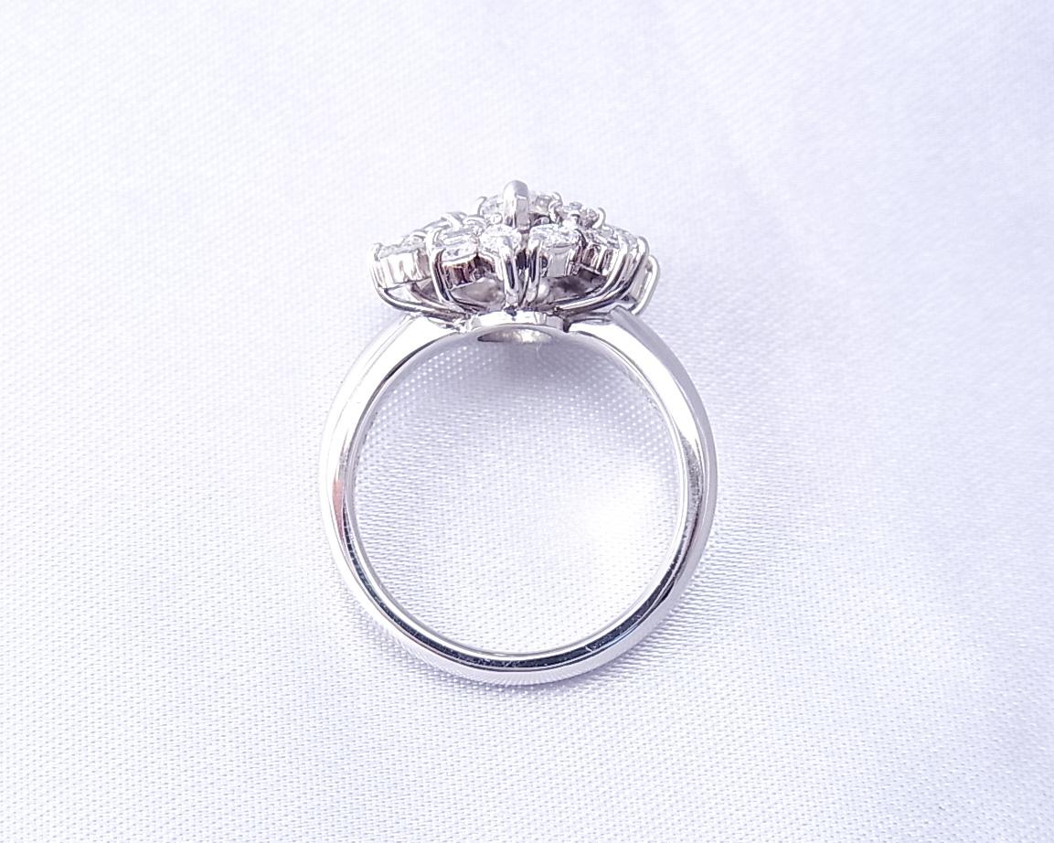 色々な形のダイヤモンドを集めた指輪