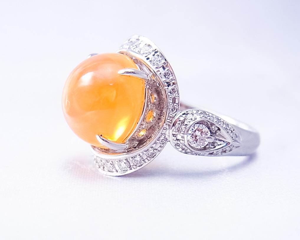 ファイヤオパールとダイヤモンドの指輪