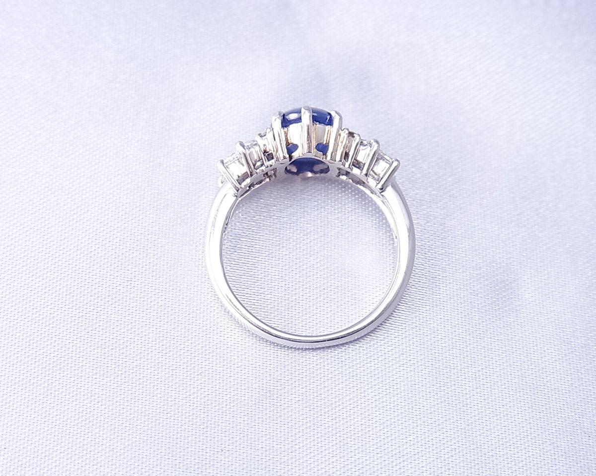 ツヤっとしたブルーのスターサファイアとダイヤモンドの指輪