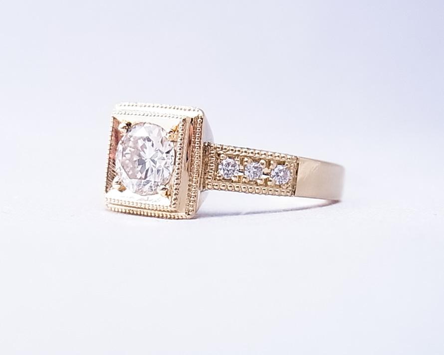 アンティーク風のダイヤモンドの指輪