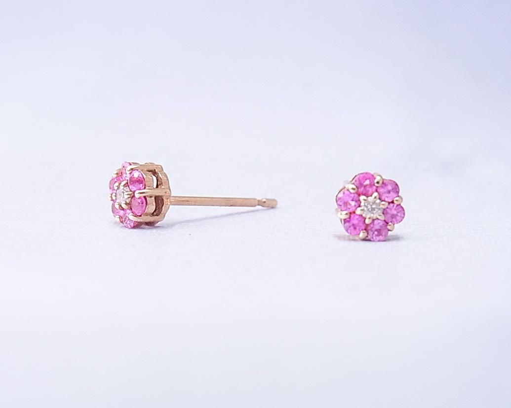 ピンクサファイアの小さな花みたいなピアス