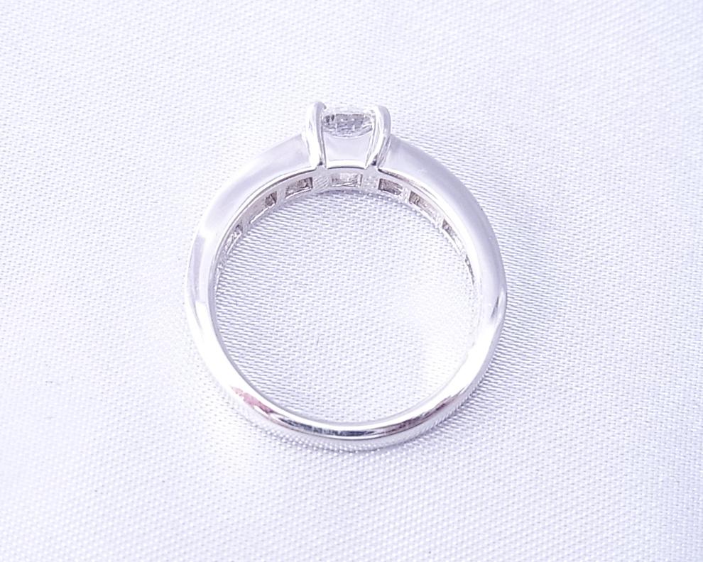 静かな高級感のあるダイヤモンドの指輪