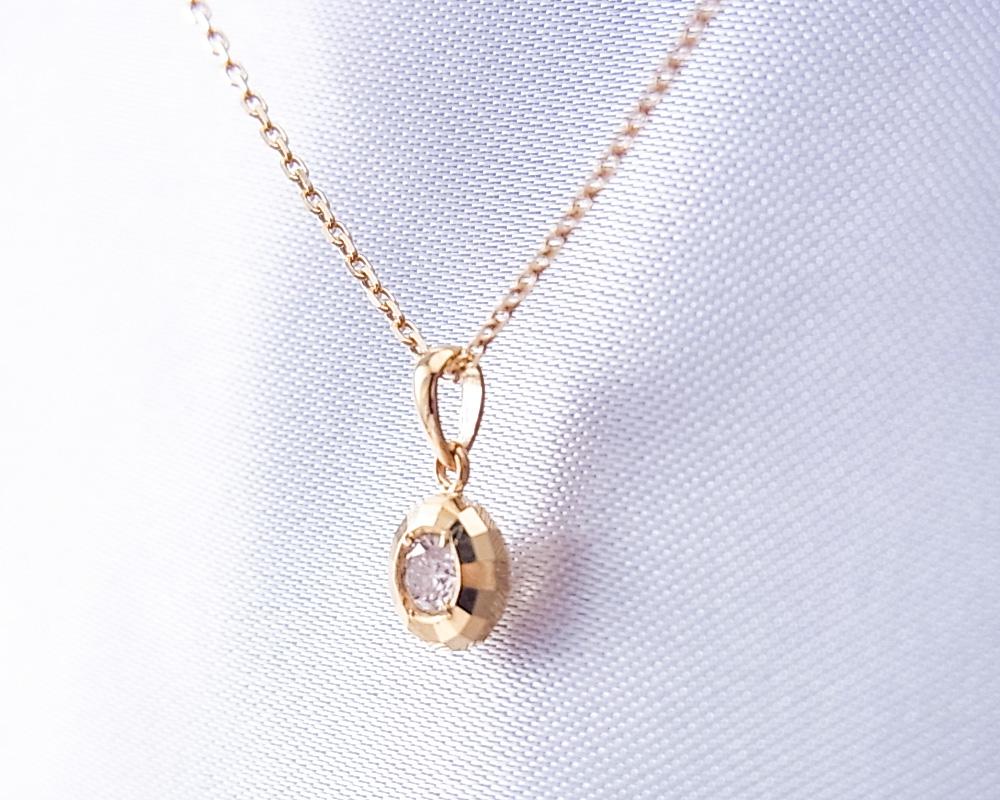 0.1ctのダイヤモンドペンダントネックレス