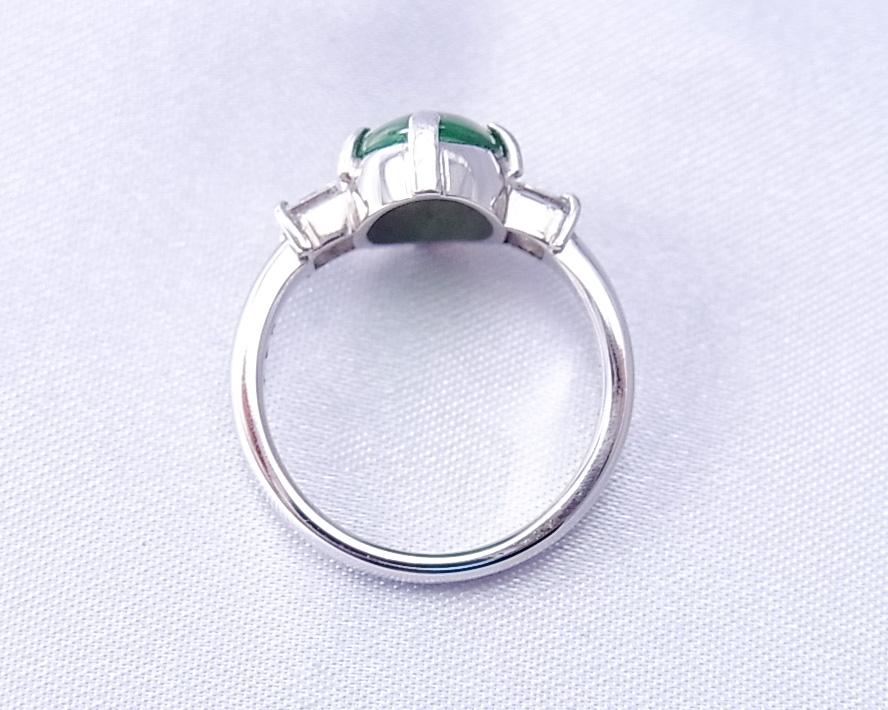 翡翠とダイヤモンドのすっきりした指輪