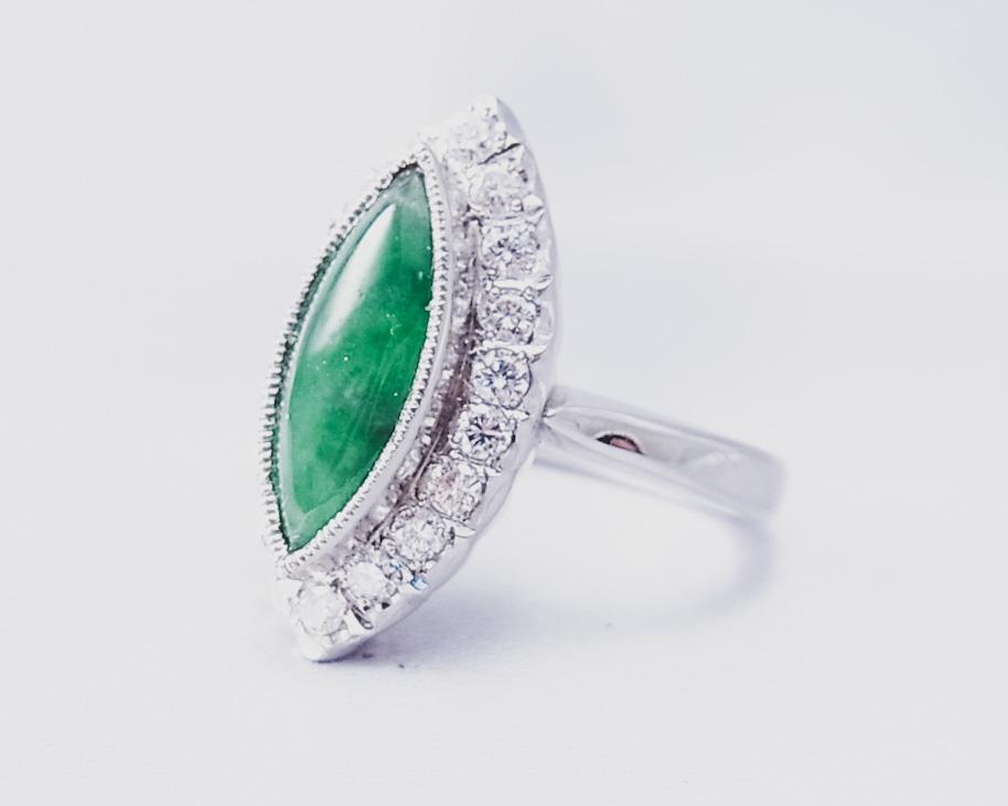マーキスカットの翡翠とダイヤモンドの指輪