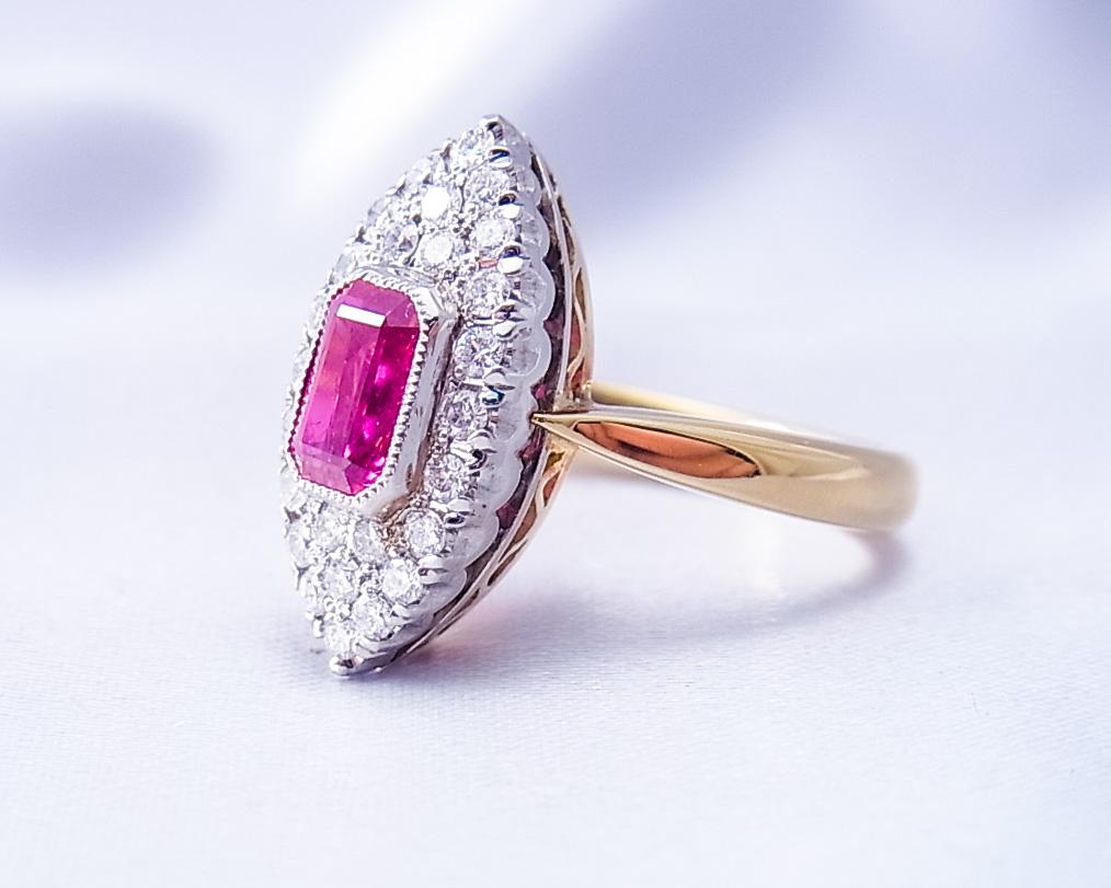 アンティークデザインのルビーの指輪