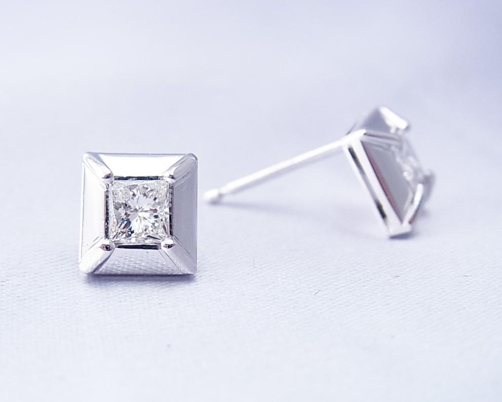 四角いダイヤモンドのピアス