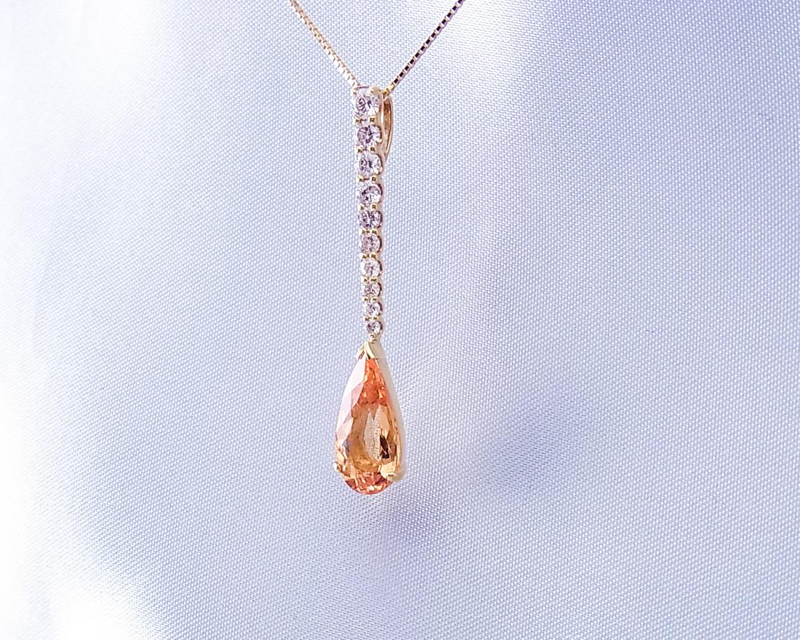 インペリアルトパーズとダイヤモンドの煌めきが素敵なペンダント