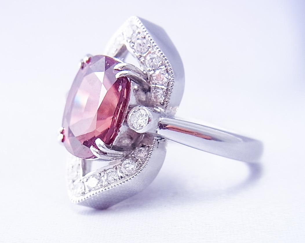 レッドジルコンで舟形の指輪