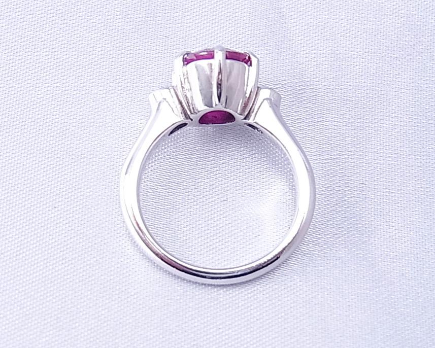 大振りルビーとダイヤモンドのしっかりした指輪