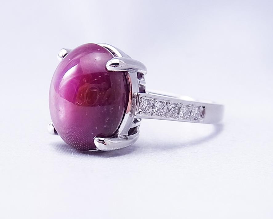 バイオレットスターサファイアとダイヤモンドの凛とした指輪