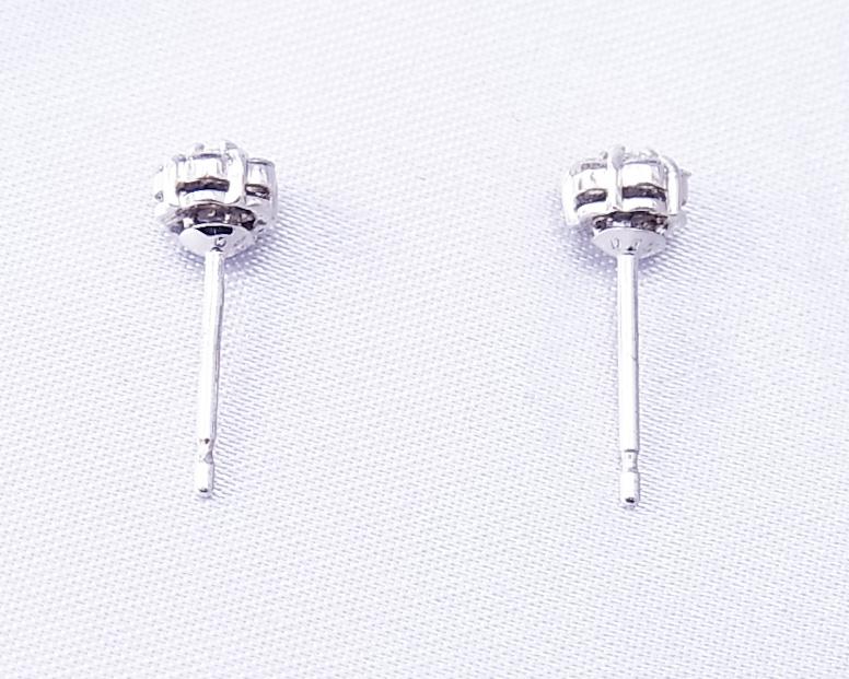 ダイヤモンドの小さな花みたいなピアス