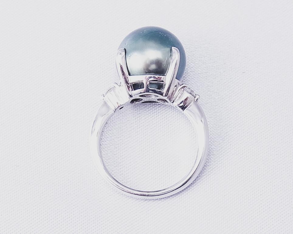 黒い真珠とダイヤモンドの指輪