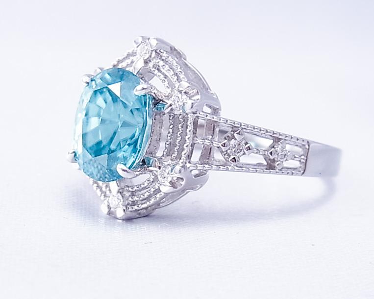 水色の鮮やかなブルージルコンの指輪
