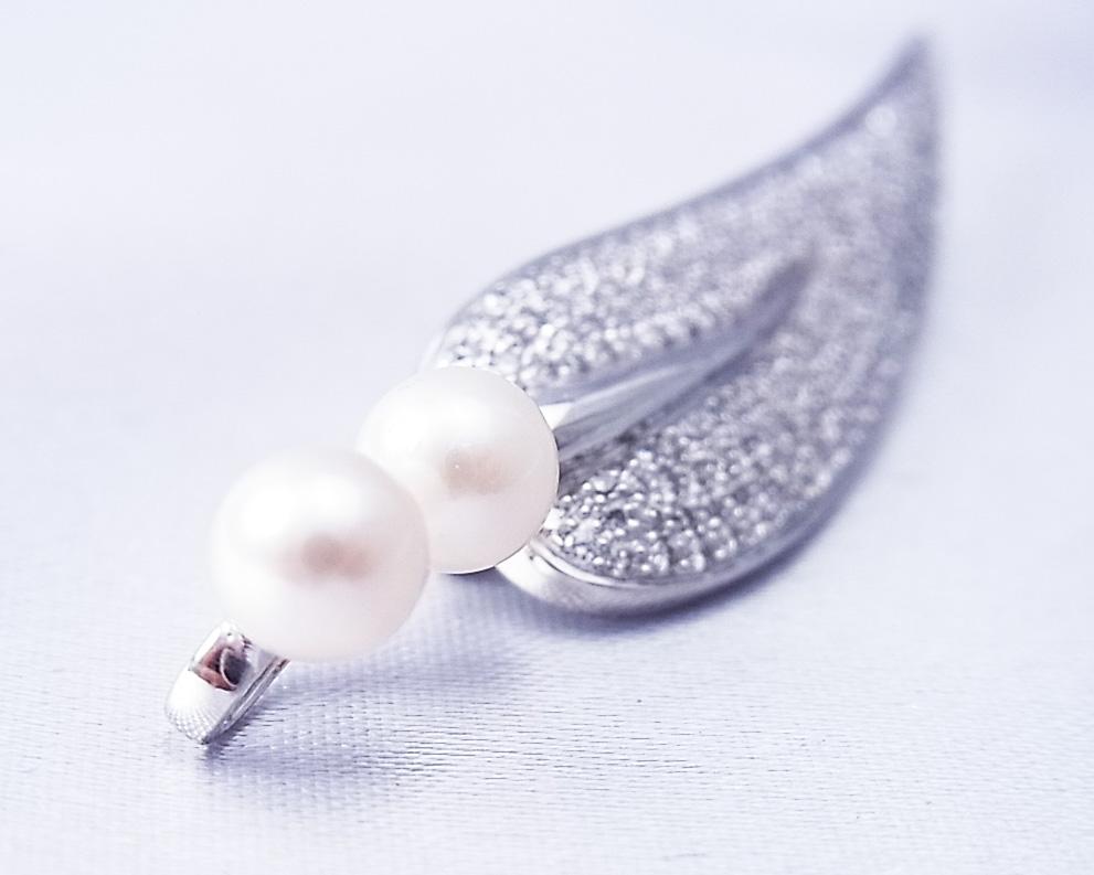 ダイヤモンドと真珠を使った葉っぱモチーフのペンダント・ブローチ