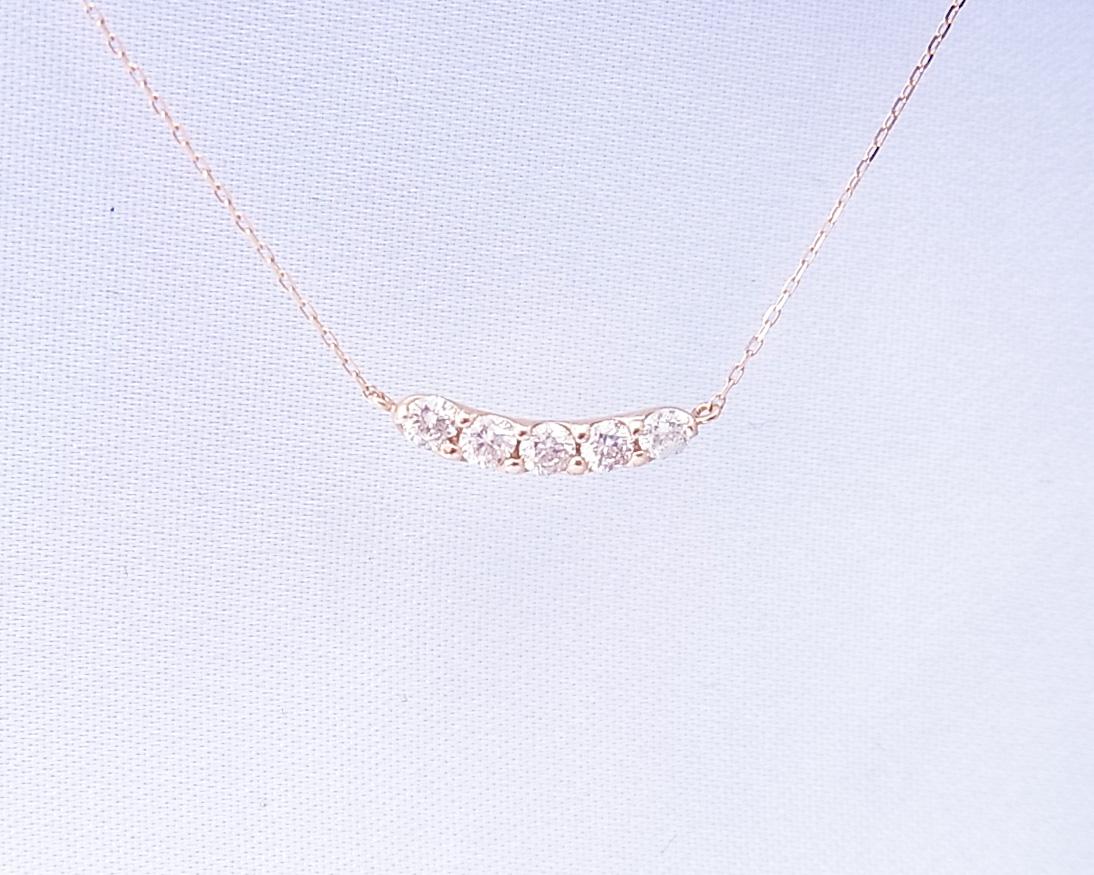 5つのダイヤモンドのペンダントネックレス
