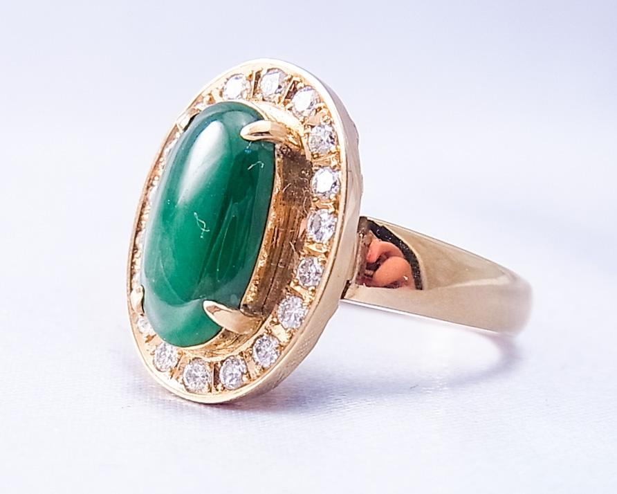翡翠と大きめメレダイヤの指輪