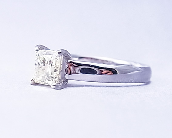プリンセスカットダイヤモンドの指輪