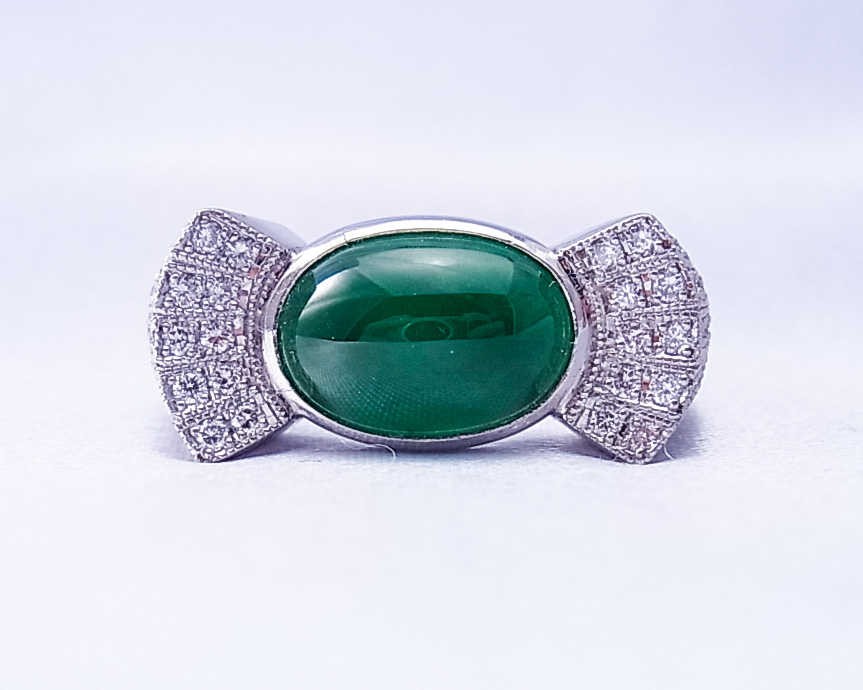 キャンディシルエットの翡翠とダイヤモンドの指輪