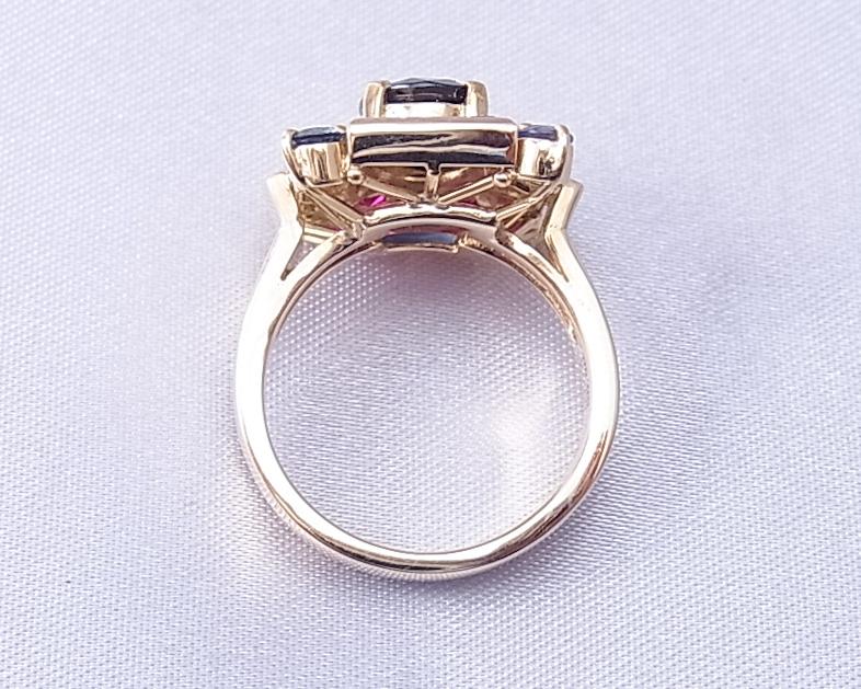 サファイアとルビーを使った金の指輪