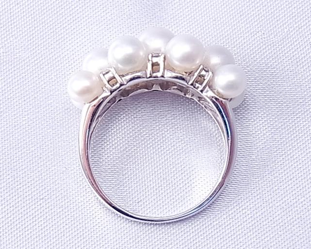 真珠とダイヤモンドをちりばめた指輪