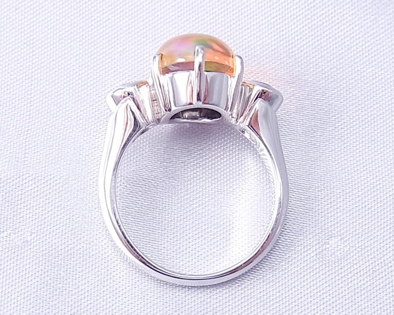 メキシコオパールとダイヤモンドの指輪