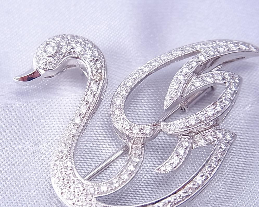 ダイヤモンドを使った白鳥のブローチ