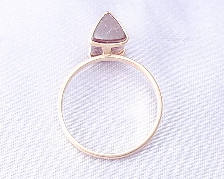 三角柱のトルマリンを使った手作りの指輪