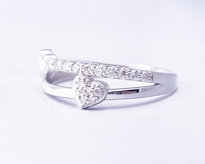 ハートモチーフのダイヤモンドの指輪
