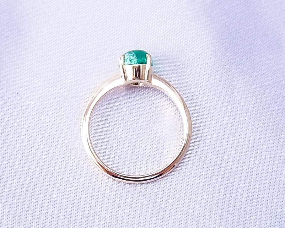 カボションエメラルドのシンプルな指輪