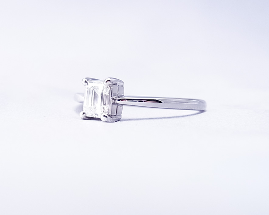 0.4ct四角いダイヤモンドの指輪