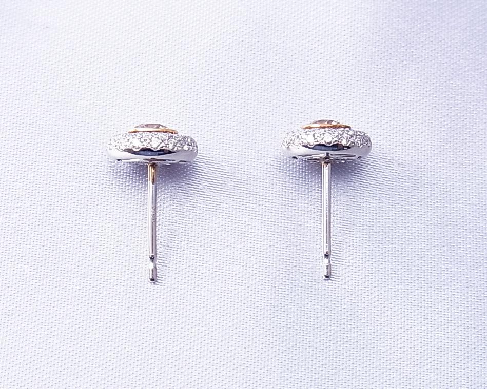 ブラウンダイヤをダイヤモンドで囲んだピアス